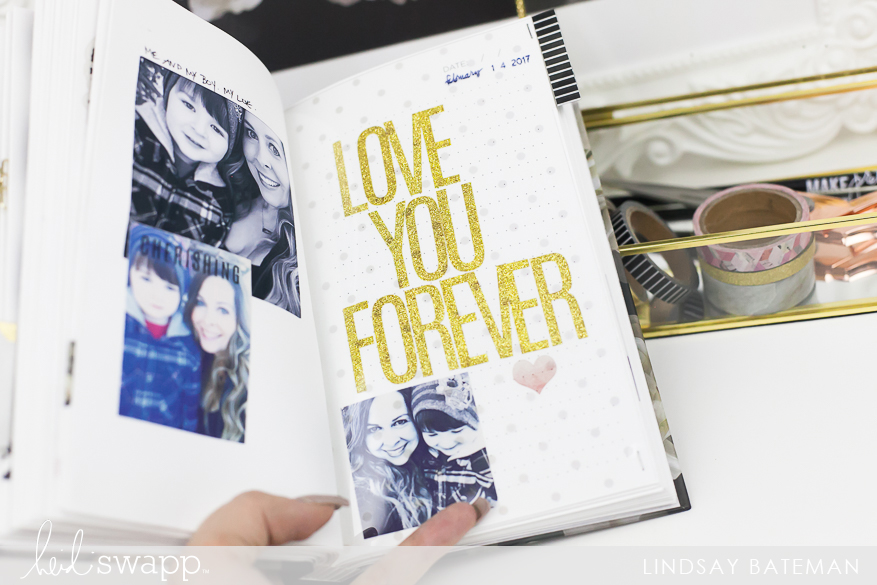 Scrapbooking photos in a Photo Journal I @lindsaybateman for @heidiswapp